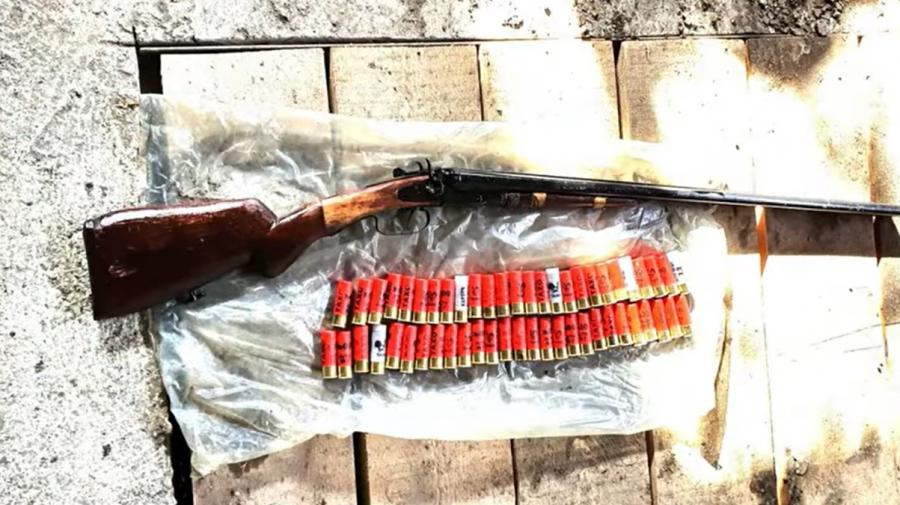 Armă deținută ilegal, depistată într-o gospodărie din Telenești. Aceasta nu figura în baza de date