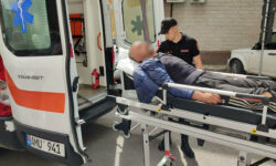 FOTO Plin de sânge și întins pe jos. Un bărbat din Capitală, depistat de carabinieri