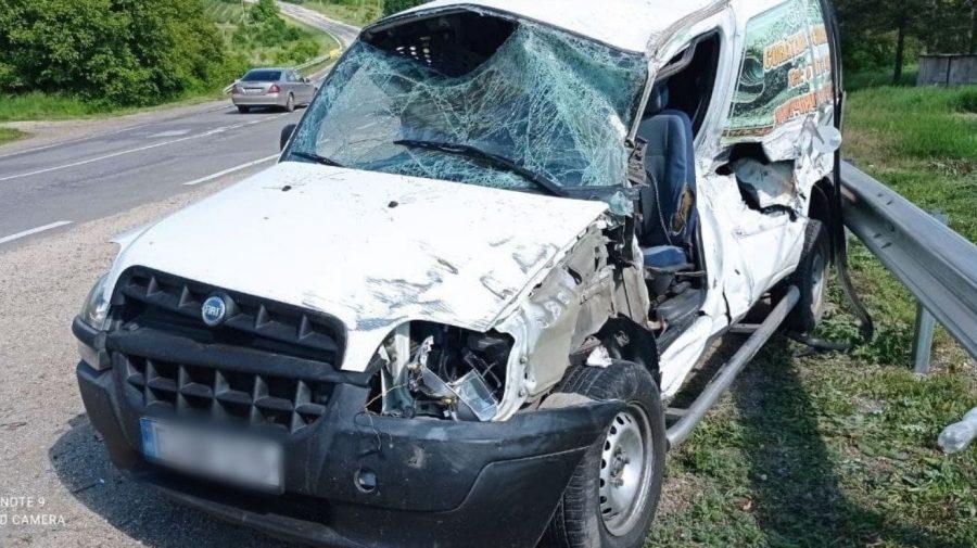 (FOTO) Accident la Briceni. Conducătorul automobilului a avut nevoie de îngrijiri medicale