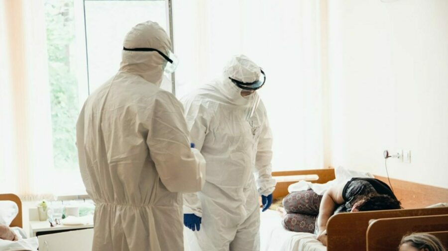 CIFRĂ RECORD în ultimele 6 luni! 1 300 de persoane infectate cu COVID-19 și alte 12 decese