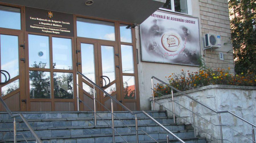 Tații din Moldova, încurajați de CNAS să beneficieze de concediul paternal de 14 zile