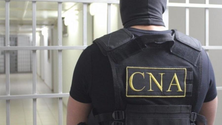 Noi detalii despre descinderile matinale ale CNA. Doi ofiţeri ai Inspectoratului Naţional de Investigaţii, reținuți
