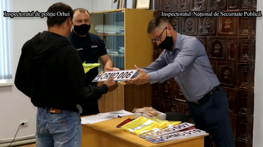 VIDEO Au primit plăcuţele de înmatriculare. Căruțașii din comuna Morozeni, raionul Orhei, cu acte în regulă