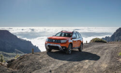 GALERIE FOTO Așa arată noua Dacia Duster. Când va fi lansată și care sunt noutățile