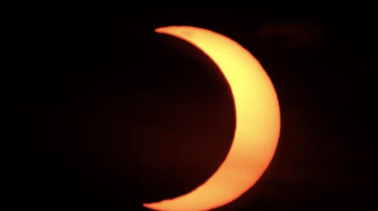 (VIDEO) Imagini LIVE transmise de NASA cu eclipsa de Soare parțială