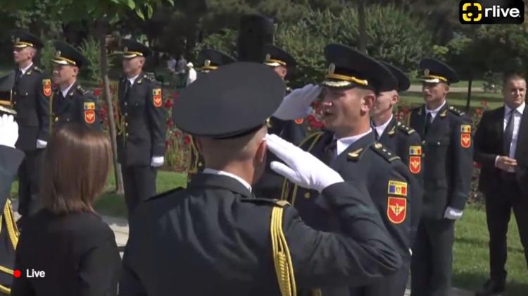 FOTO, VIDEO Și-au ridicat diplomele. Absolvenții Academiei Militare, locotenenți cu acte în regulă