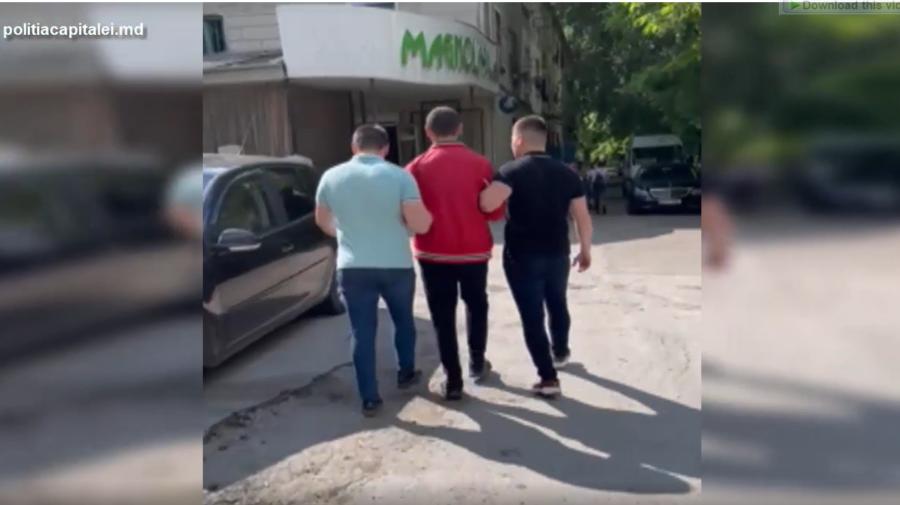 VIDEO Nu și-a învățat lecția. Un recidivist, riscă să ajungă din nou după gratii pentru furt din locuințe
