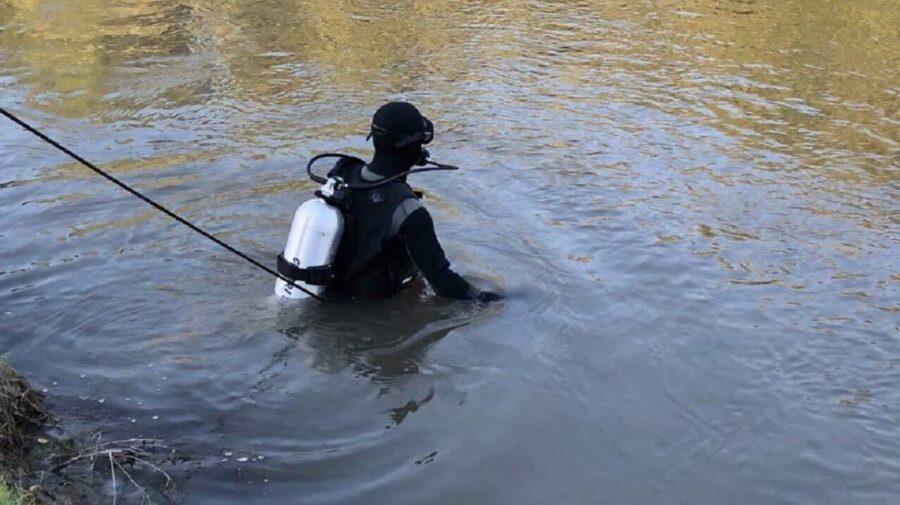 VIDEO ÎNGROZITOR! A intrat în apă și nu a mai ieșit. IGSU a scos corpul neînsuflețit al unui bărbat dintr-un lac