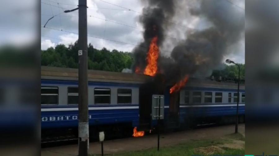 VIDEO Incendiu la vagonul unui tren electric, care se afla la o stație din Belarus