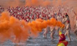 (VIDEO 18+) Fără inhibiții! 1500 de persoane în pielea goală și-au dat întâlnire pe o plajă din Australia