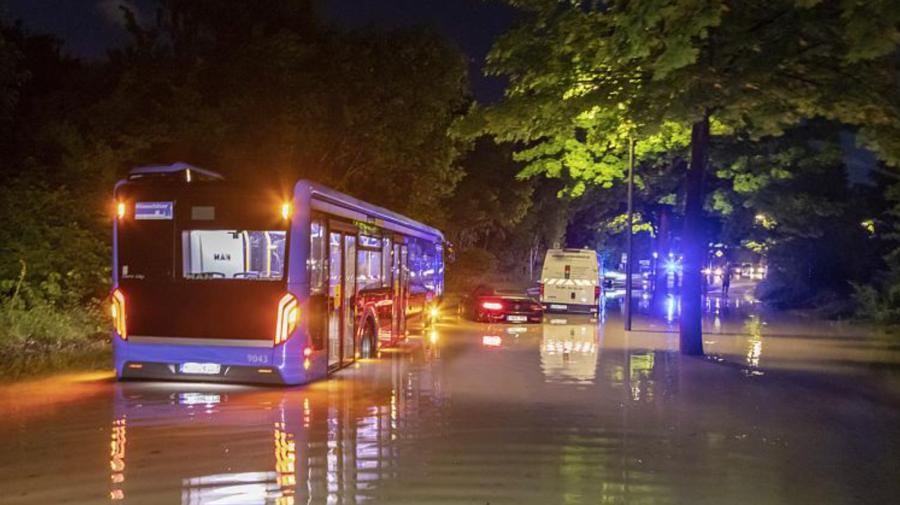 Inundații, ploi, tunete și furtuni lovesc Europa. Mai multe persoane, rănite de grindină