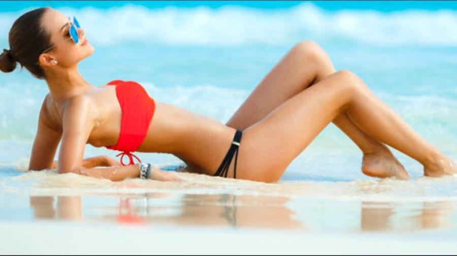 Sfatul unui medic dermatolog: La plajă, să nu mergem niciodată machiate