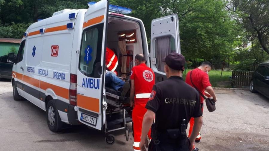 FOTO Salvați de carabinieri. Unul dintre bărbați avea traumă în zona capului