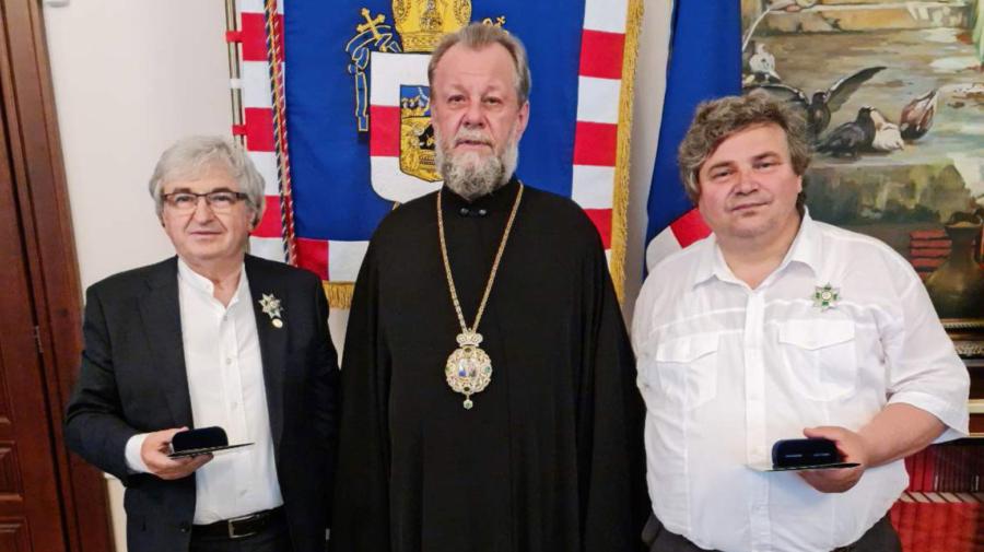 Un dirijor și un interpret de la noi, decorați de Mitropolia Moldovei! Cine sunt aceștia și pentru ce merite?