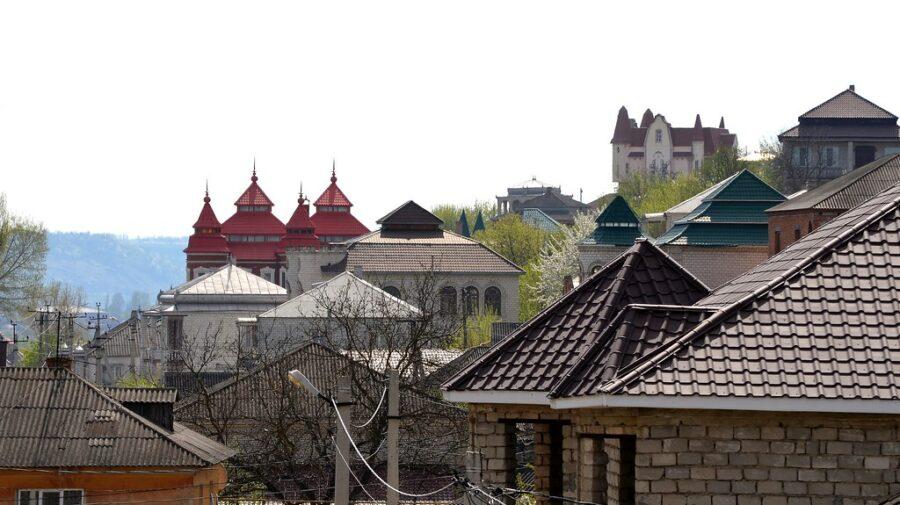 Nu s-a mai auzit! Într-un oraș din Moldova ar putea fi interzis alcoolul seara. Localnicii – în STARE DE URGENȚĂ