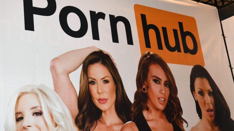 """Pornhub, într-un nou scandal. Zeci de femei au depus plângere: """"Au fost violuri, nu pornografie"""""""