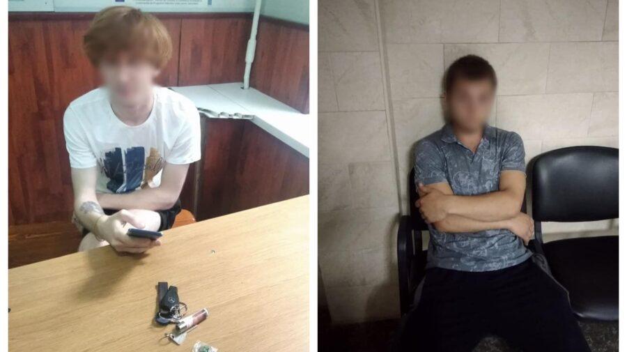 FOTO Cu substanțe interzise în buzunare. Doi tineri din Capitală, conduși la inspectorat