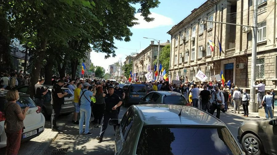 (FOTO,VIDEO) Protestul de la CEC a SISTAT forțat circulația pe strada Vasile Alecsandri