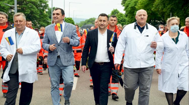 Cinste eroilor în alb. La Orhei a avut loc un marș dedicat lucrătorilor medicali și farmaciștilor