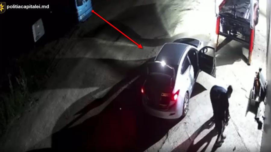 (VIDEO) Recidiviști, reținuți de polițiști. Au furat piese de la automobile și metal uzat