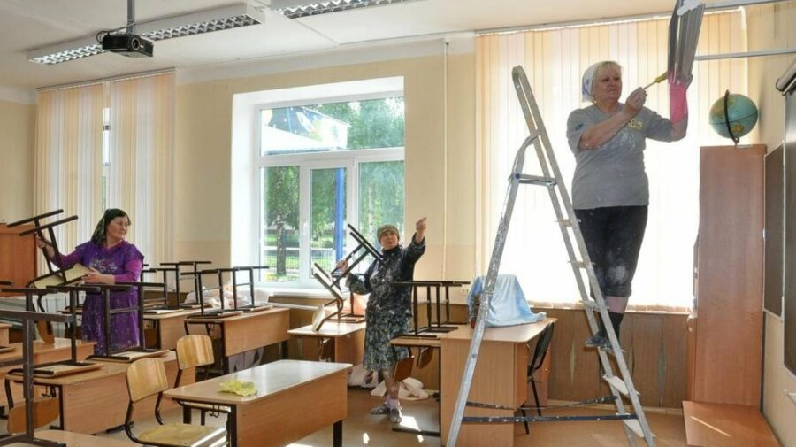 VIDEO Lucrările de reparație în școlile și grădinițele din oraș, în toi. Cât a alocat, în acest an, municipalitatea