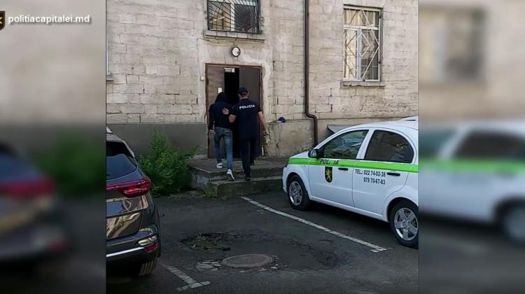 (VIDEO) Reținut pentru jaf comis la Buiucani. Telefonul sustras de la victimă a fost depistat asupra suspectului
