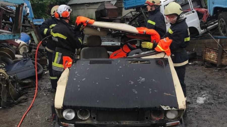 FOTO, VIDEO Instruiri pentru salvatori. Au fost ghidați cum să recupereze victimele în urma accidentelor