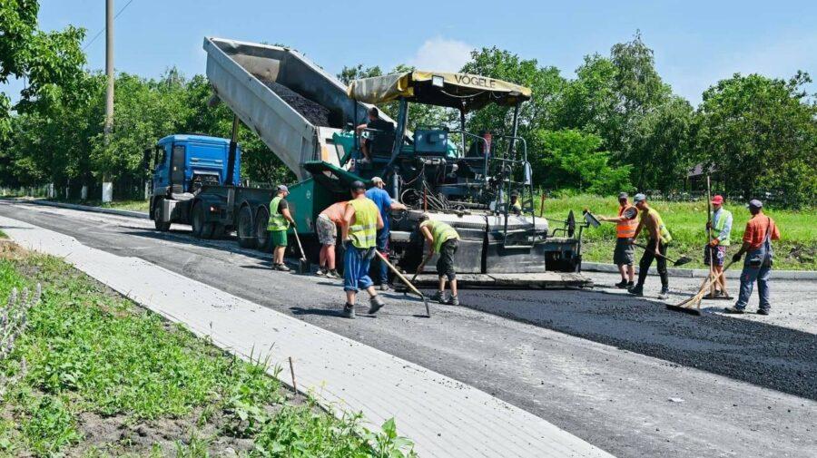 FOTO Municipalitatea s-a apucat serios de reconstrucția unui drum din Stăuceni! La ce etapă sunt lucrările