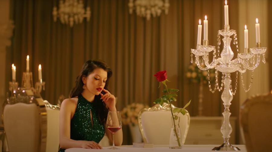 """(VIDEO) Cu o voce senzuală și într-o rochie sexy! Cine a lăsat-o cu inima goală pe Cleopatra Stratan în """"Monte Carlo"""""""