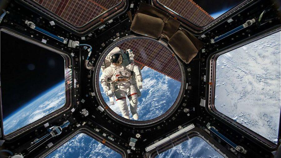 Cerul nu mai este limita! Din 2022, o agenție de turism va trimite oameni în vacanță în cosmos