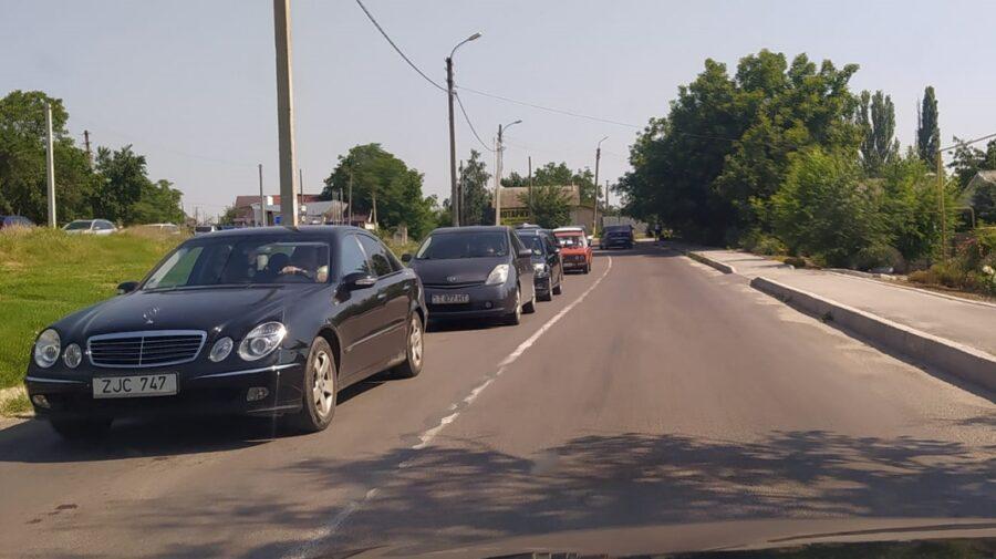 FOTO, VIDEO Mașini după mașini! Circulație neobișnuită pentru localitățile din stânga Nistrului de alegeri
