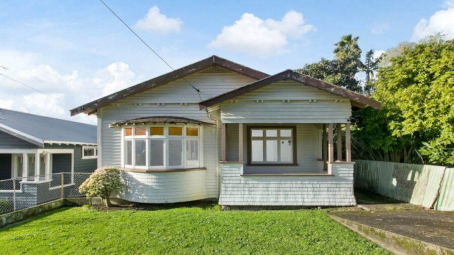 FOTO Cum a ajuns o casă, în paragină și fără baie, să coste peste 2 milioane de dolari