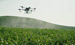 Drona în agricultură. Cum tehnologiile digitale l-au ajutat pe un tânăr din Moldova să-și eficientizeze munca