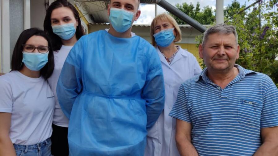FOTO De la casă la casă, 15 echipe mobile au informat și vaccinat cetățenii din Briceni şi Edineț