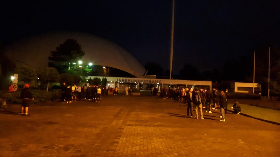 FOTO LIVE VOTUL ÎN DIASPORĂ! Iată și primele rânduri din Frankfurt și Italia create la ora 4:30 dimineața