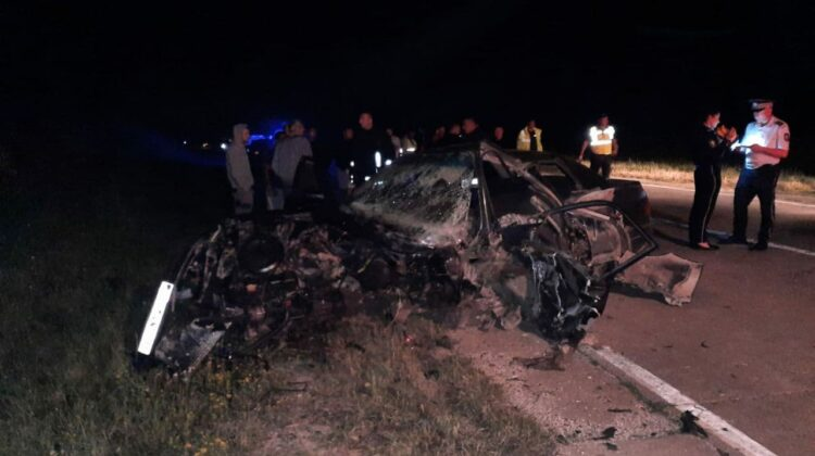 TERIBIL! Două persoane au decedat, iar alte două – au ajuns la spital, după ce un Audi a lovit frontal un Mercedes