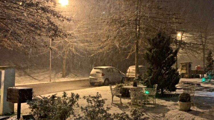 VIDEO A nins în Brazilia! Pe unii i-a speriat fenomenul extrem, alții s-au apucat de făcut om de zăpadă