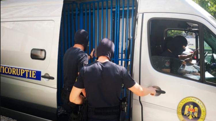 Afacere ilegală dirijată chiar din incinta Consiliului raional Criuleni! Doi indivizi riscă ani grei de pușcărie