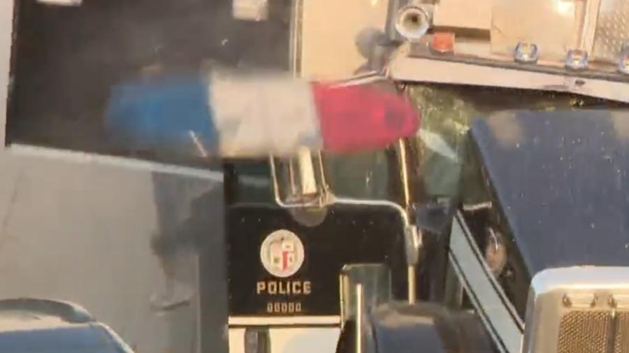 VIDEO Momentul în care un camion plin cu artificii sare în aer! 17 persoane au fost rănite