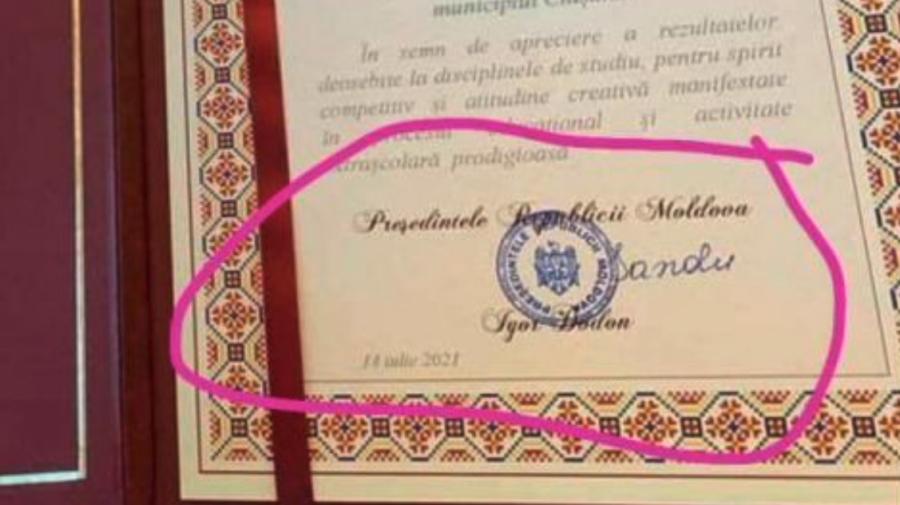 Diplomă de la președinție cu numele lui Dodon, iar semnătura Maiei Sandu: Este o greșeală umană a personalului tehnic