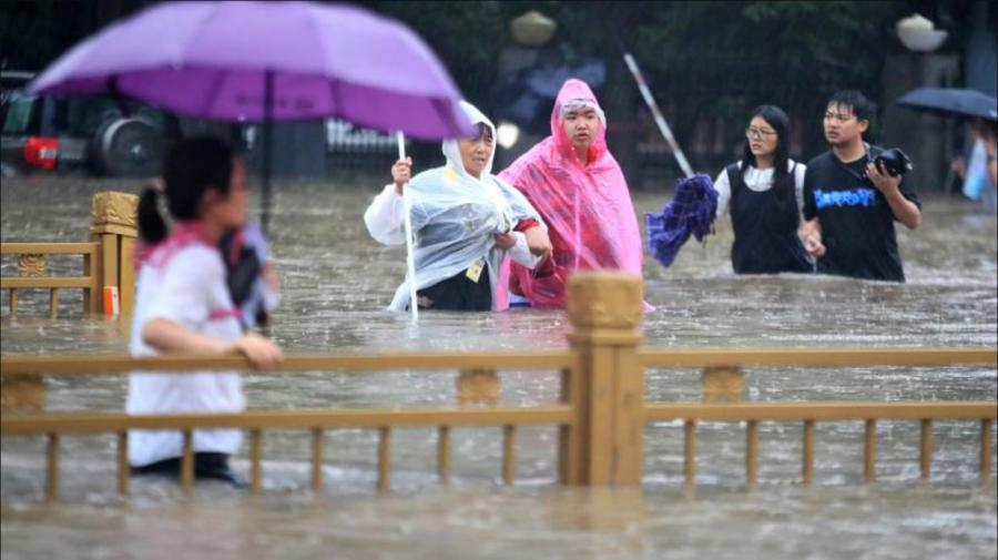 Cel puțin 33 de persoane au murit, iar alte șapte au fost raportate dispărute în urma inundațiilor severe din China