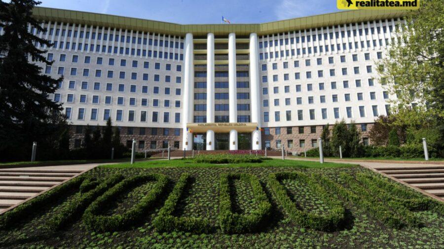 Parlamentul dă în chirie parcarea agenților economici din zonă. Propunerea lui Ceban de a fi publică, irealizabilă