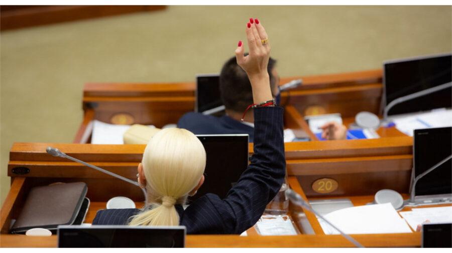 """Femeile """"acaparează"""" Parlamentul. În noul Legislativ au acces 40 de deputate, depășind recordul din 2019"""