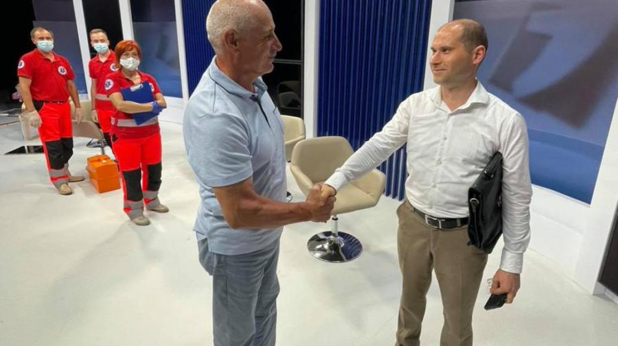 """Cosovan i-a strâns mâna """"sincer"""" lui Tofilat, doar că în urma bătăii s-a ales cu un hematom la cap"""