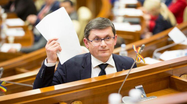 """VIDEO Deputați și angajați ai Parlamentului, """"trecuți la COVOR"""" de Igor Grosu. Cu ce au greșit funcționarii"""