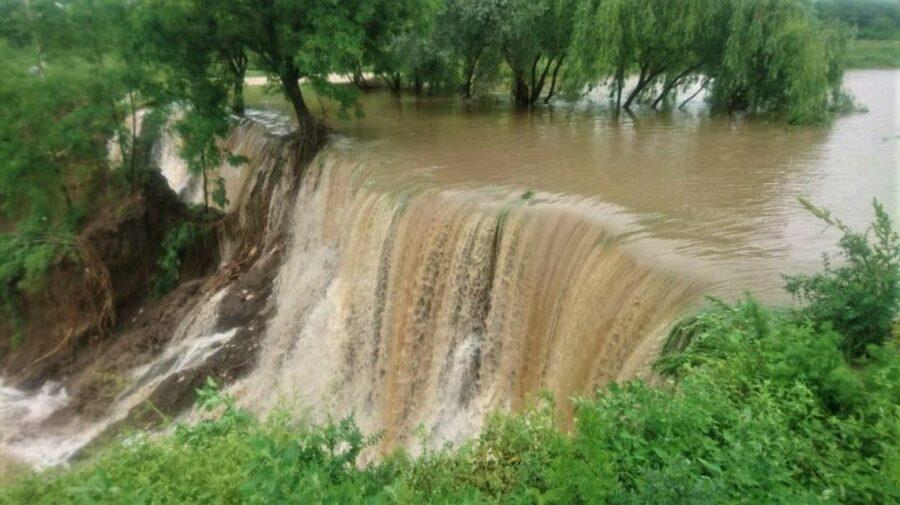 AVERTIZARE! Din cauza ploilor abundente ar putea crește nivelul apei în râuri