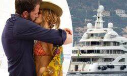 VIDEO, FOTO Fenomenală la 52 de ani. Jennifer Lopez şi-a sărbătorit ziua de naştere pe un yacht, alături de Ben Affleck