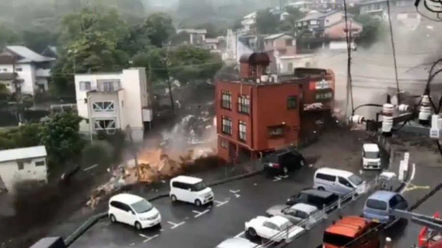 FOTO, VIDEO Mai multe persoane din Japonia, DISPĂRUTE. Momentul în care o alunecare de teren înghite case și mașini