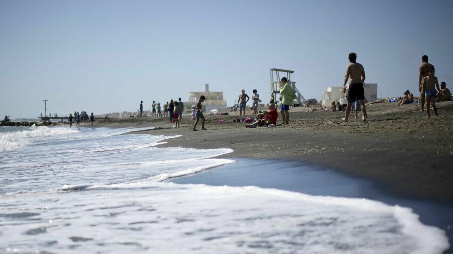 Cinci motive pentru a NU merge la mare în România: Praf, mizerie, zgomot, scurgerea canalizării în mare…