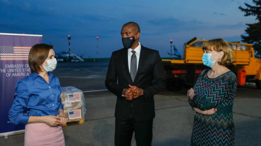În Moldova a ajuns primul lot de vaccinuri Johnson & Johnson, donate de SUA